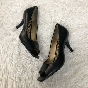 TAHARI Open Toe Pump